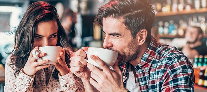 casal bebe café descafeinado