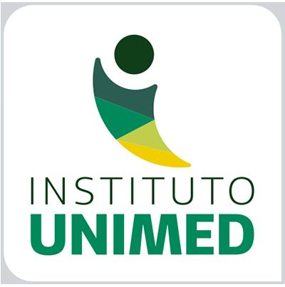 Imagem colorida. Marca do Instituto Unimed, composta por um grafismo que lembra uma figura humana, com tons de verde e amarelo.